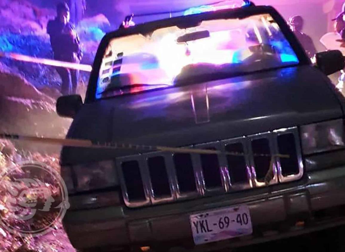 Abandonan camioneta con cadáver en Rodríguez Clara