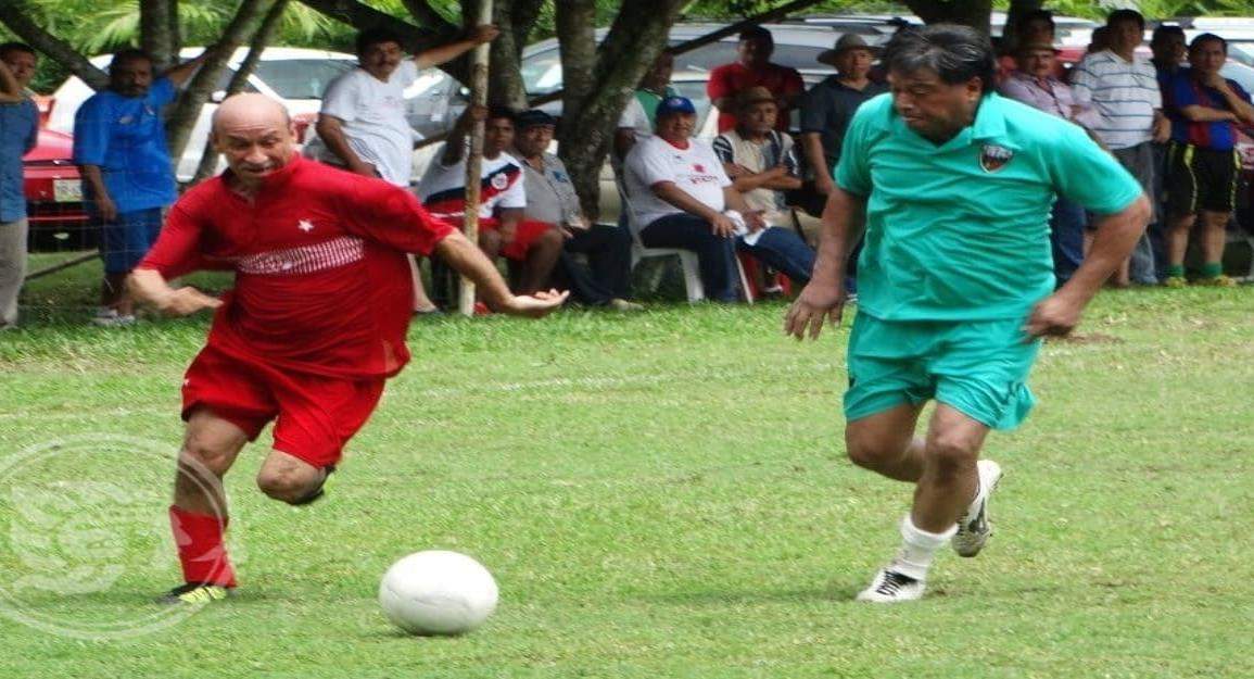 Rojos de Acayucan a semifinales en balompié regional Más de 55 años