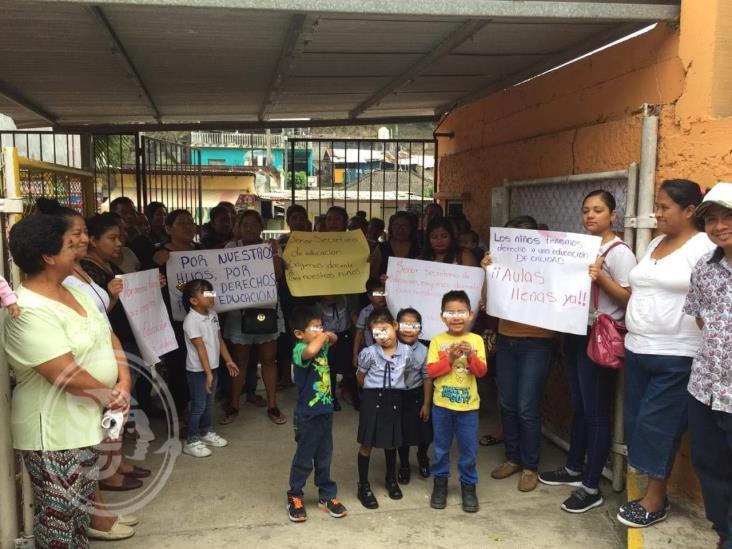 Cumplen cinco meses sin maestros en kínder de Tuxpan