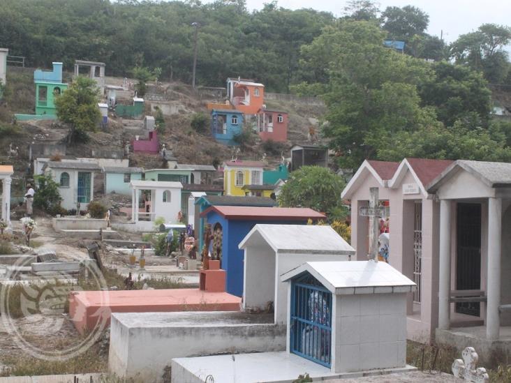 Por protocolos, provocan gresca en cementerio de Rafael Delgado