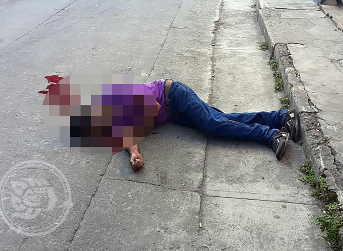 Lo ejecutan afuera de cantina en Las Choapas; dejan narcomensaje