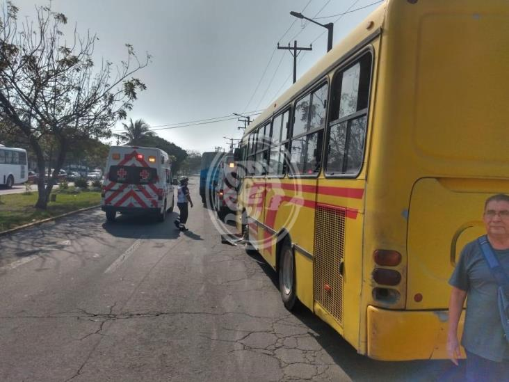 Deja 20 personas lesionadas choque entre dos urbanos