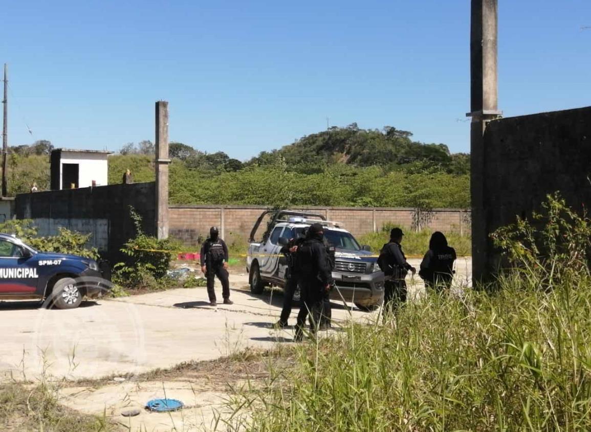 Entre la maleza dejan cadáver de un hombre en Moloacán