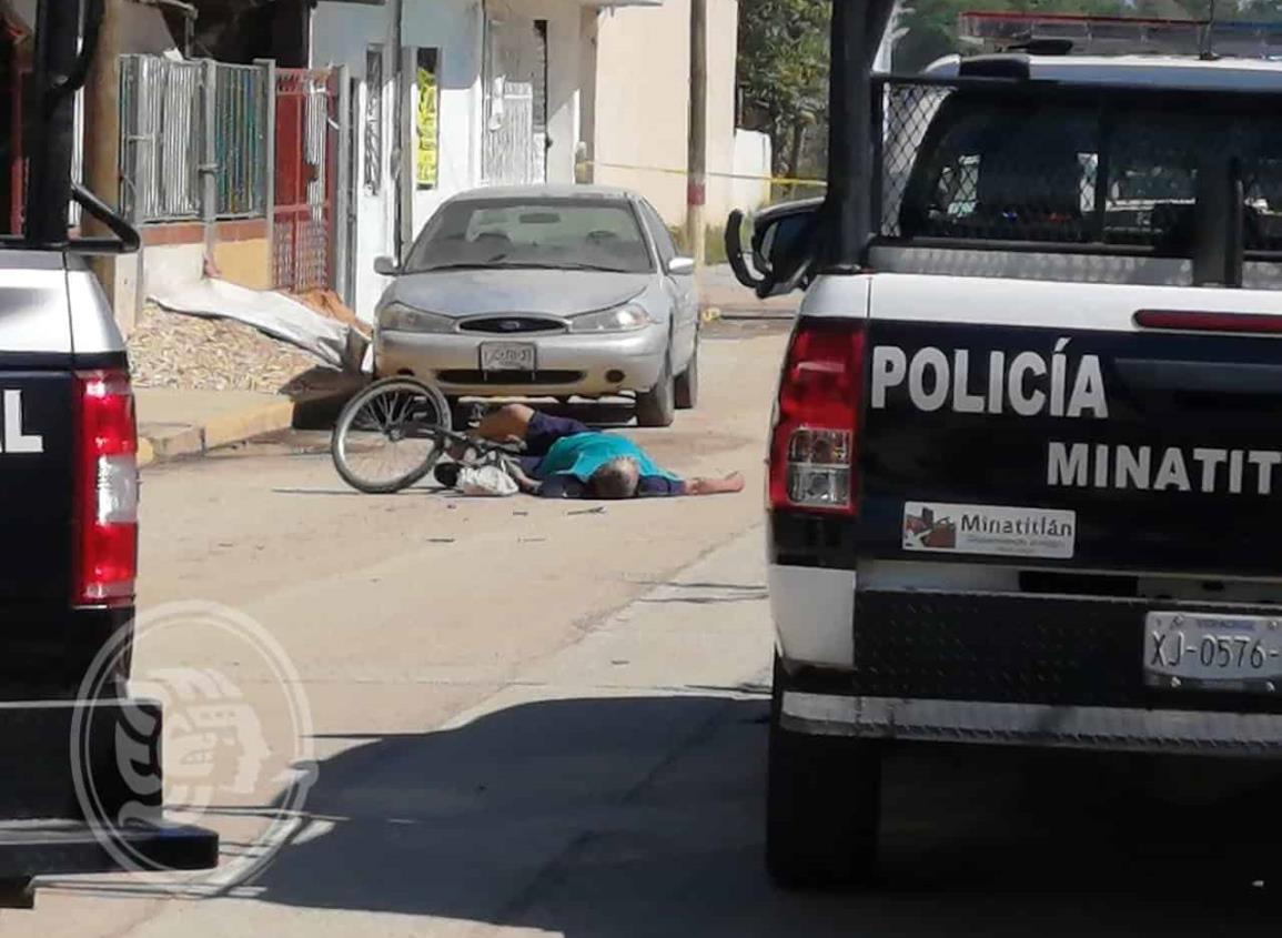 Ejecutan a minatitleco mientras manejaba su bicicleta