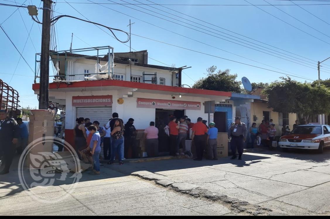 En Texistepec, desalojan casa de empeño por no pagar la renta