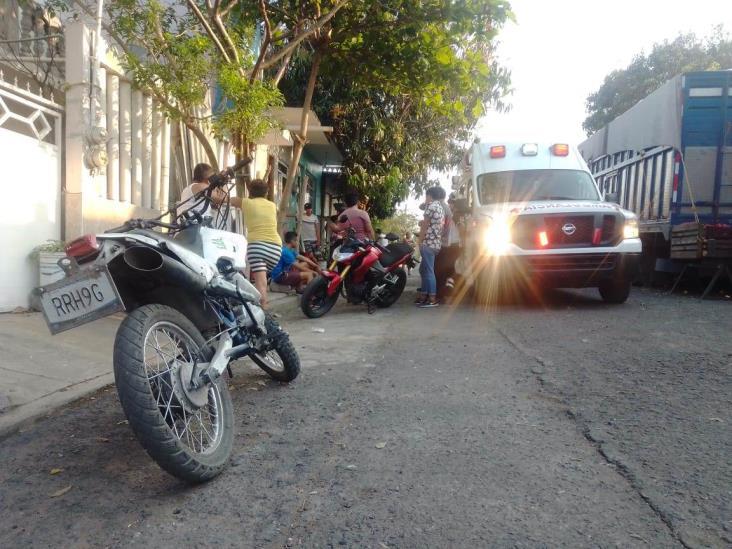 Joven derrapa en motocicleta por evitar atropellar a un perro