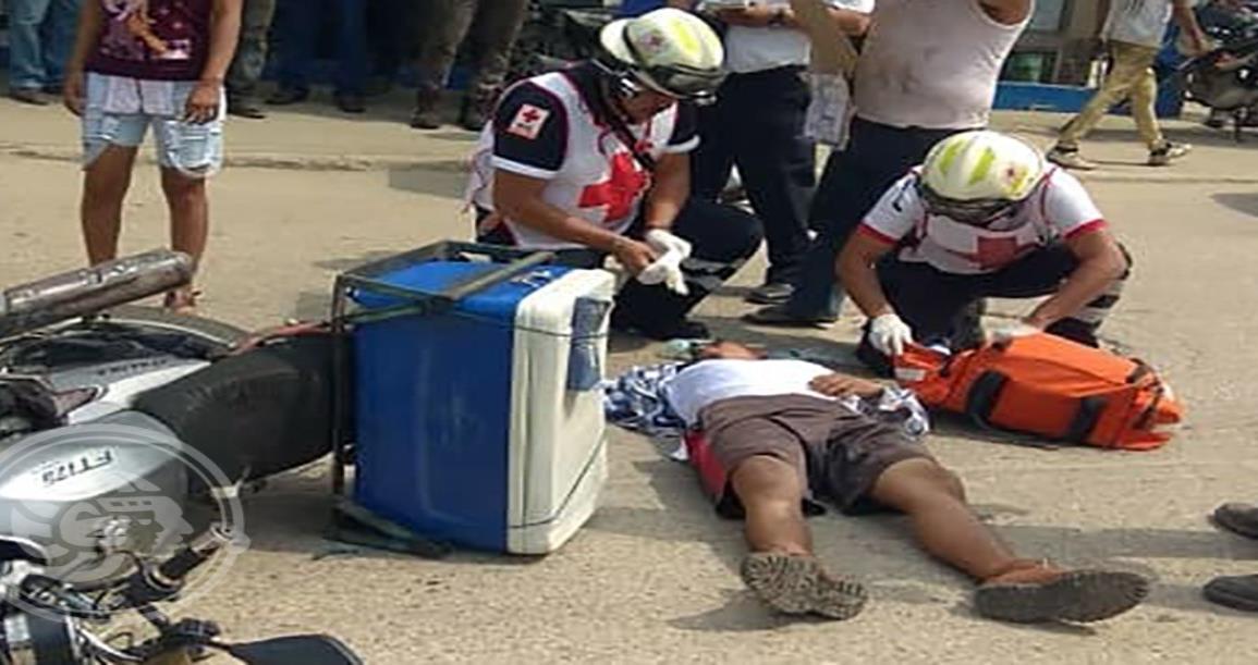 Hospitalizan a motociclista accidentado en Las Choapas