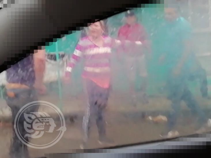En Río Blanco, ebrios sujetos roban y golpean a transeúnte
