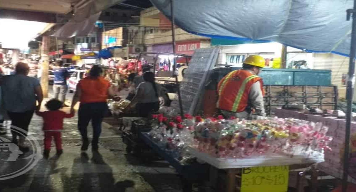 Persisten los apagones en el centro de Minatitlán