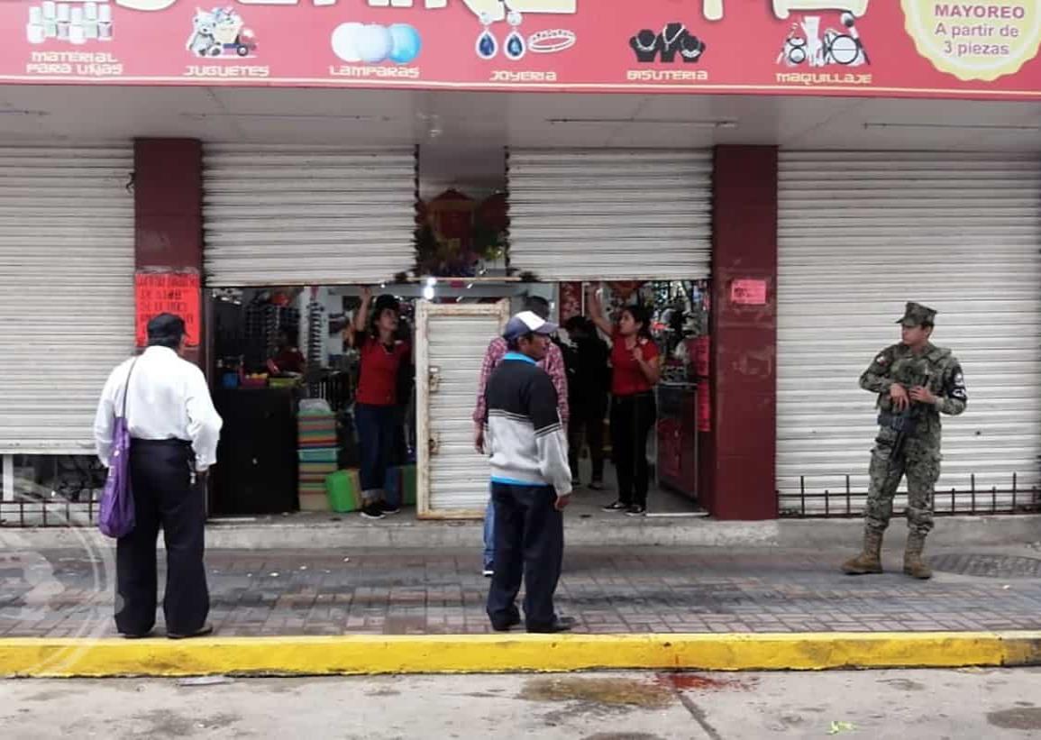Sorprenden a mujeres robando en negocio del centro de Coatza