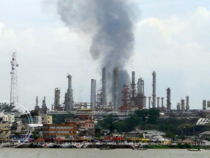No soportan en Capoacán olores de la Refinería Lázaro Cárdenas