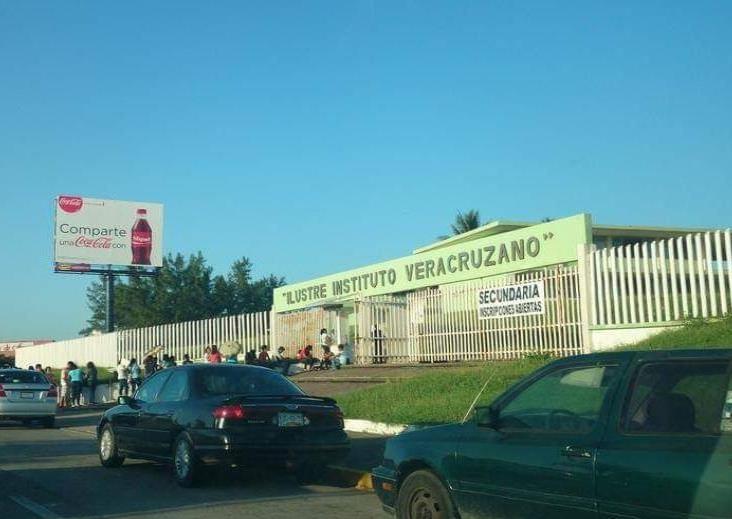 Cesan a Encargado de Ilustre Instituto Veracruzano por cobros indebidos