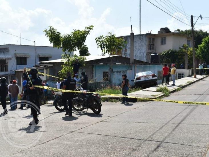 Sicarios persiguen y matan a taxista en Acayucan