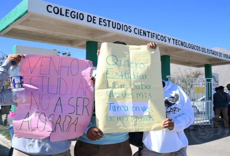 Denuncian acoso de maestros en CECyTEV