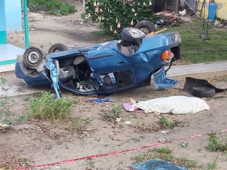 Muere profesora en accidente automovilístico; buscan a sus familiares