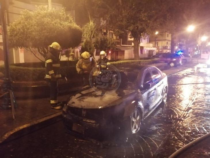 Incendian auto del director de Gobernación de Coatepec