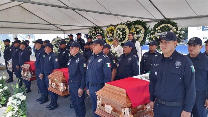 Piden a policías no doblegarse ante crimen en Veracruz; da SSP último adiós a caídos