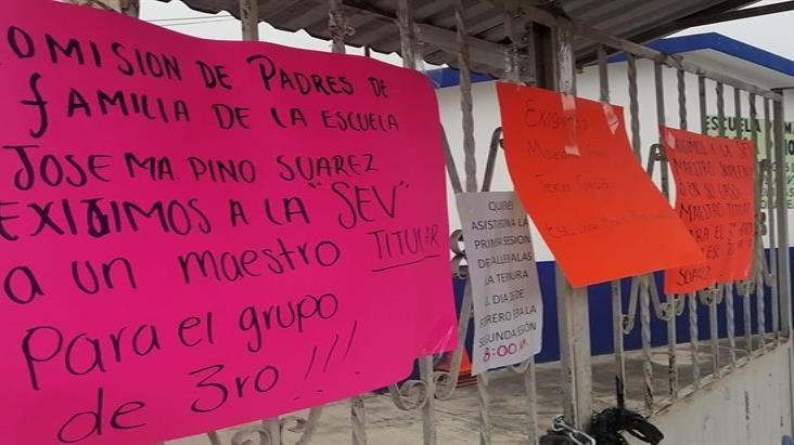 Por falta de maestro toman primaria en congregación de Córdoba