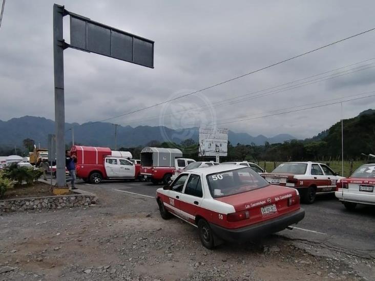Bloquean carretera Fortín-Huatusco; acusan abuso de autoridades