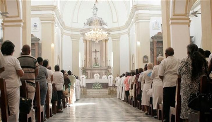 Ya en Veracruz suprimen saludo de la paz en misas por coronavirus
