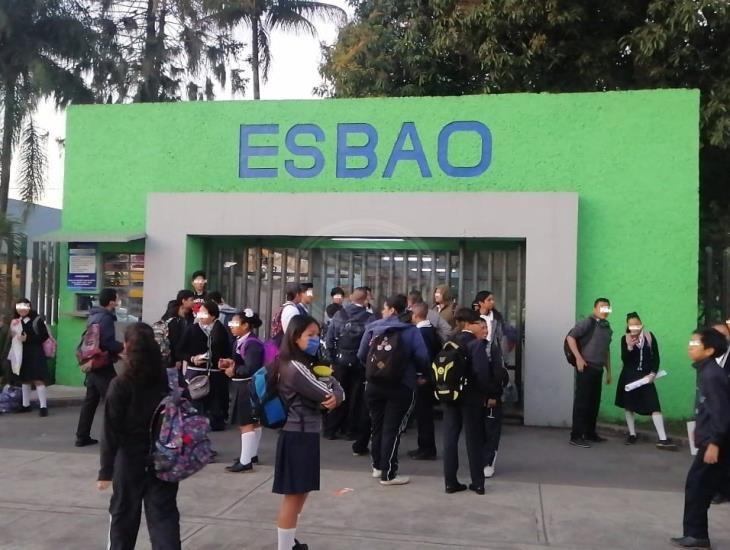 En Córdoba, alumnos del ESBAO piden pago de becas Benito Juárez