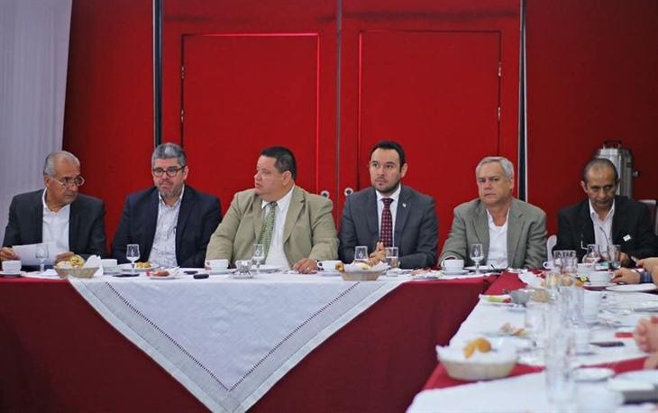 Lima Franco se reúne con empresarios y refrenda respaldo