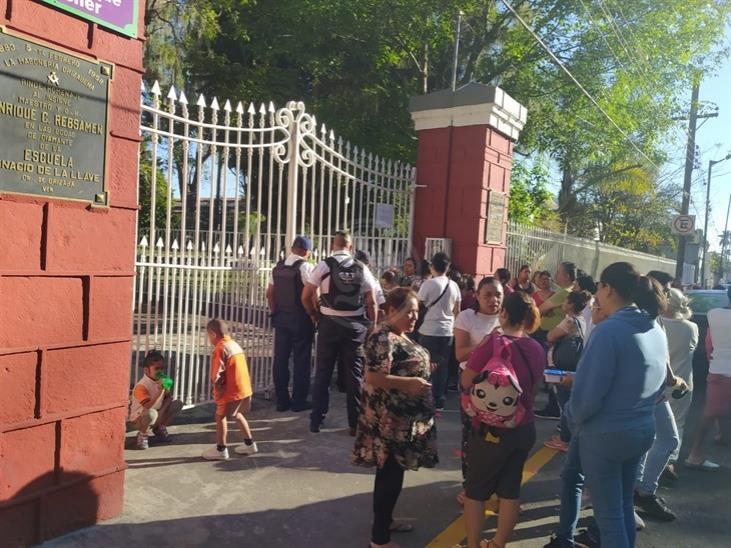 Acusa agresiones contra su hijo en primaria de Orizaba