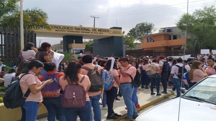 CEDH prohíbe revisiones a mochilas de estudiantes en norte de Veracruz