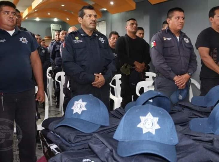 Capacitan a policías municipales de Moloacán