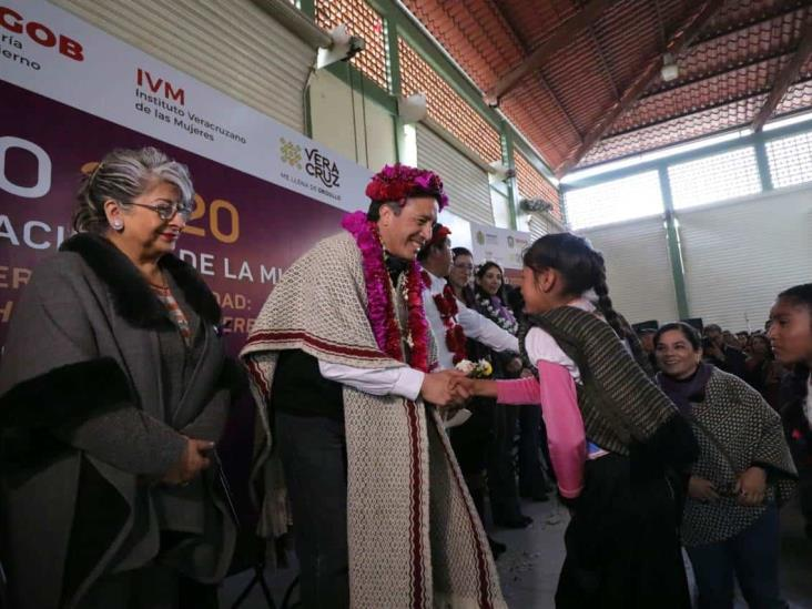 Reconoce Cuitláhuac a Maricela Vallejo,  luchadora por los derechos de los índigenas