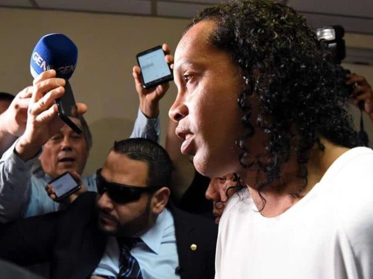 Ronaldinho hace una carnita asada dentro de la prisión en Paraguay