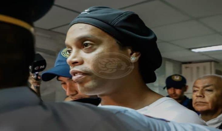 Presos paraguayos fichan a Ronaldinho para torneo interno de detenidos