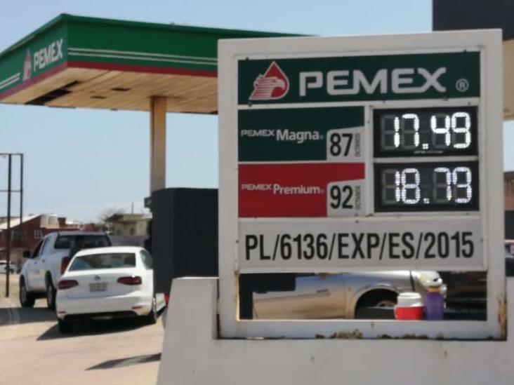 Taxistas de Coatzacoalcos temen gasolinazos en plena contingencia