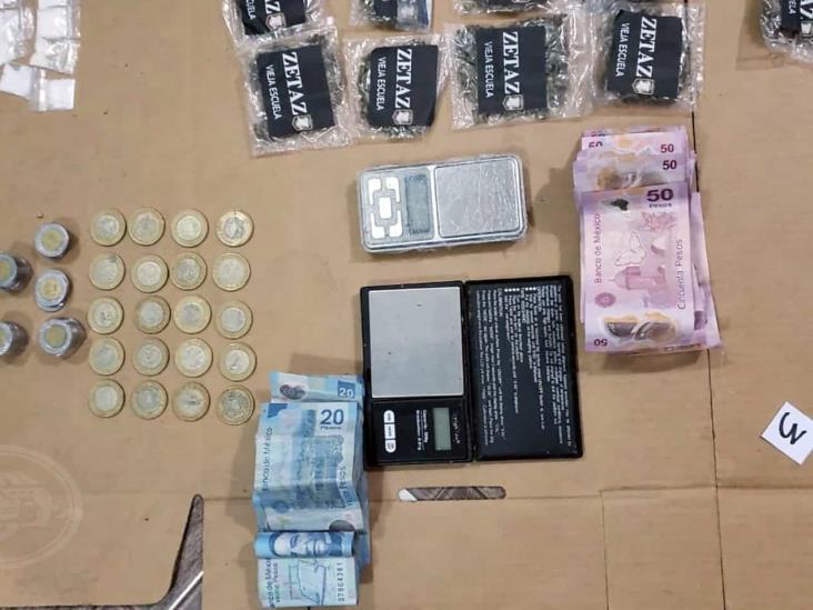 Detienen a presunto delincuente con 169 dosis de droga en Coatzacoalcos