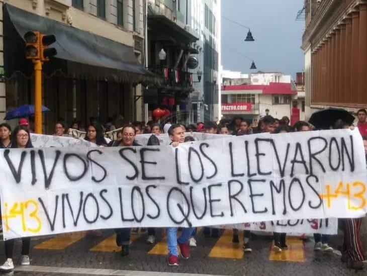 Detienen a exfuncionario por presunta tortura a implicado en Ayotzinapa
