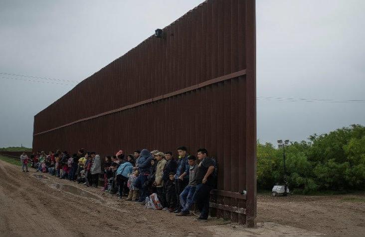 EU contempla mandar a migrantes a México por Covid-19