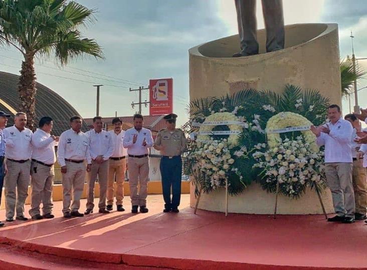 Dirigentes petroleros colocaron ofrendas al General Lázaro Cárdenas