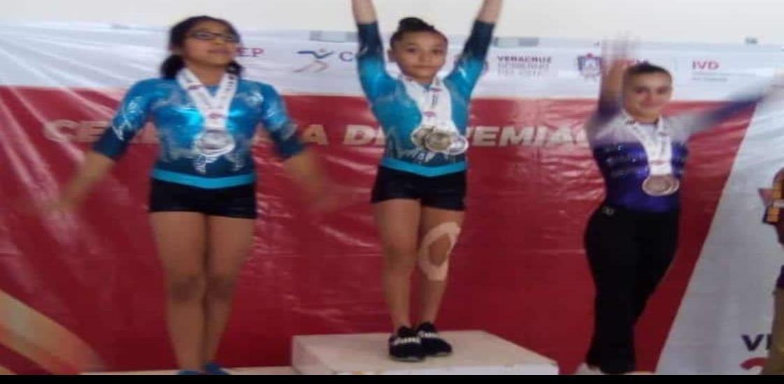 Pequeña gimnasta de Coatzacoalcos, gana concurso estatal