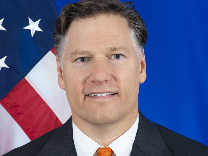 Embajador de Estados Unidos pide a Calderón no meterse en la política interna