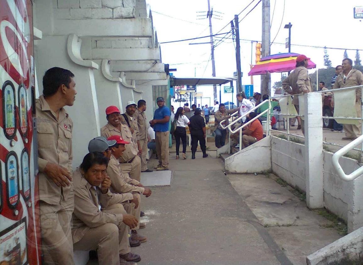 Complican pago de prestaciones a trabajaores del agua en Mina
