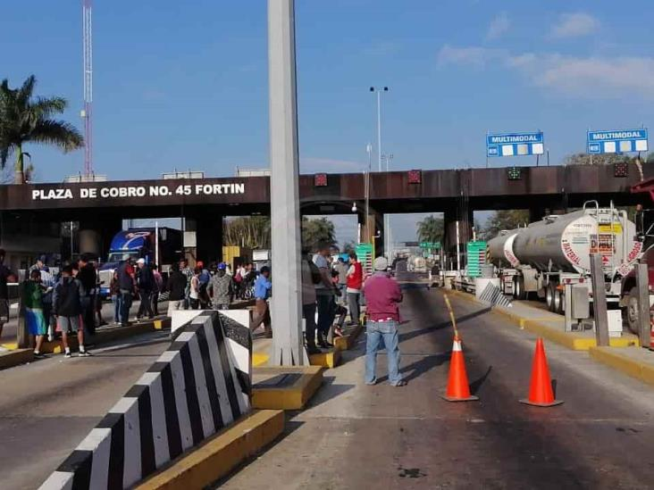 Habitantes de Tezonapa se manifiestan; toman caseta de Fortín