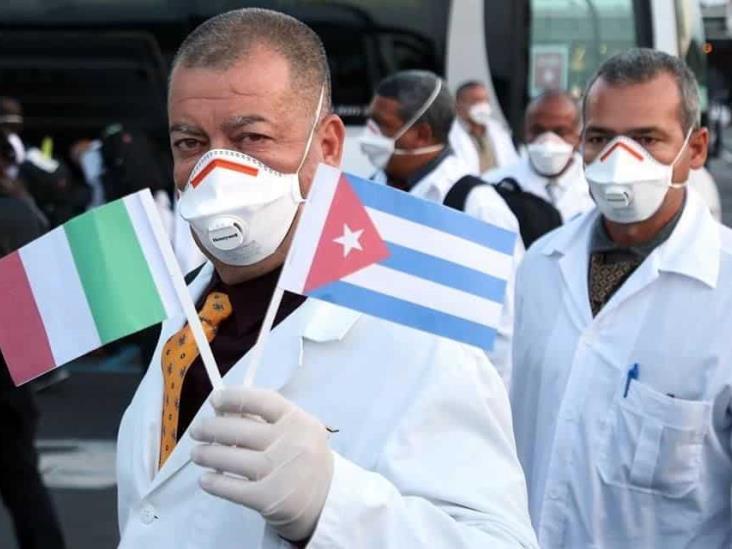 Llegan médicos cubanos a Italia para ayudar ante crisis por coronavirus