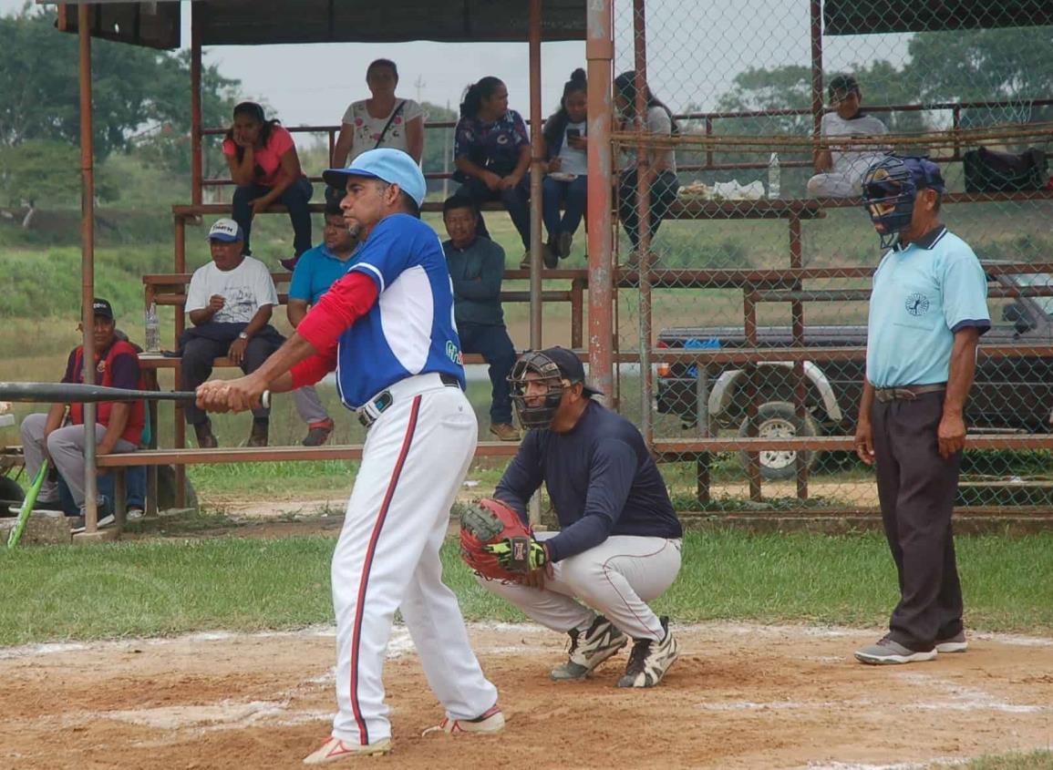 Lista la final en el softbol varonil de Cosoleacaque