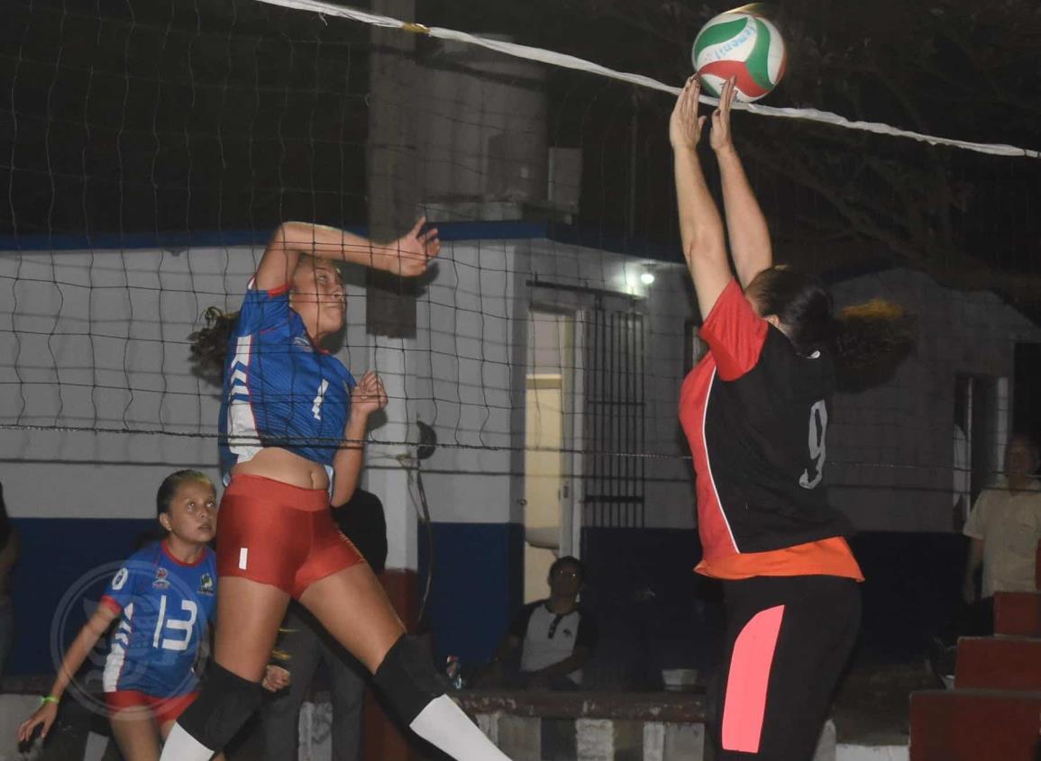 "Peques se ""agigantó"" y clasifica a la final del voleibol de Satelta"