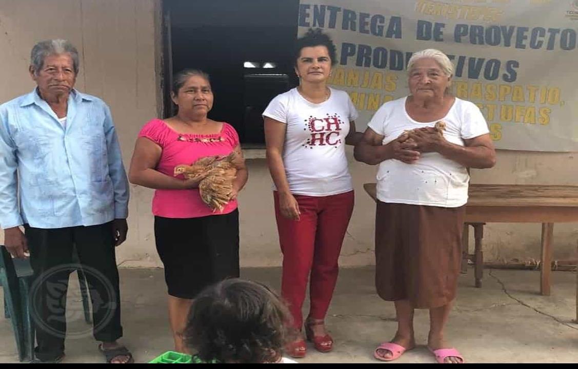 Otorga Julissa Millan apoyos producctivos a la zona rural