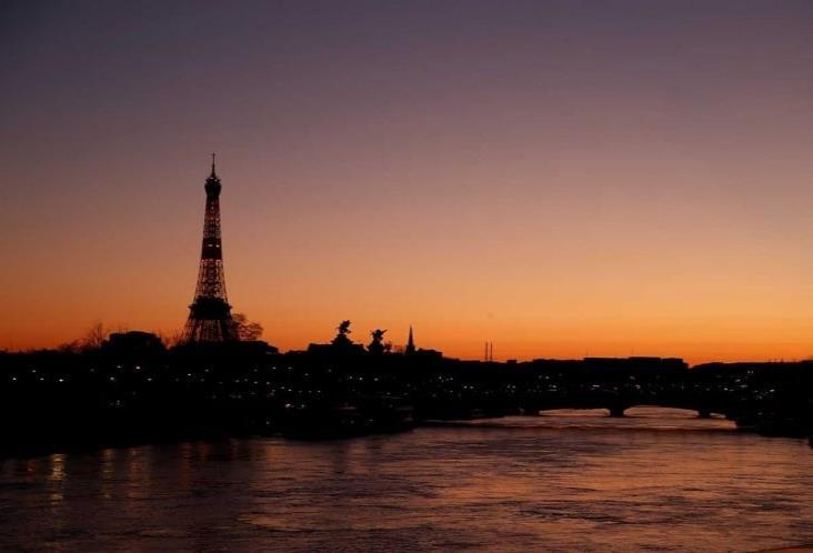 Supera Francia los mil muertos; extenderá encierro