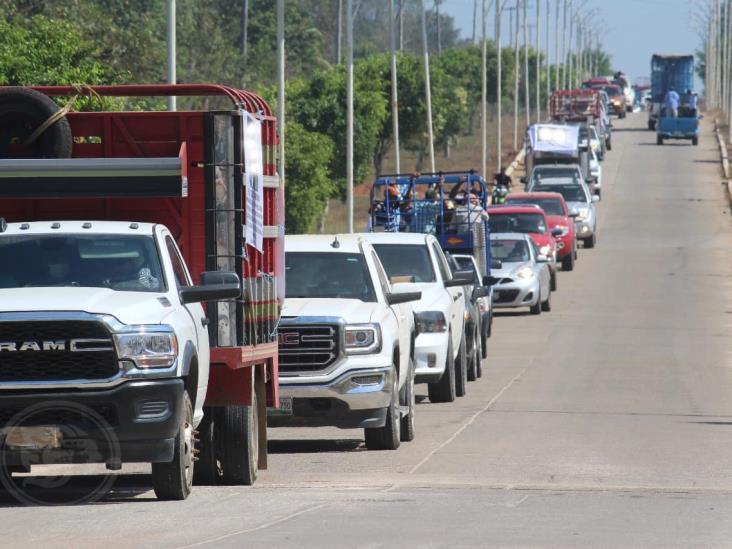 Caravana de autodefensas y ganaderos recorren San Juan Evangelista