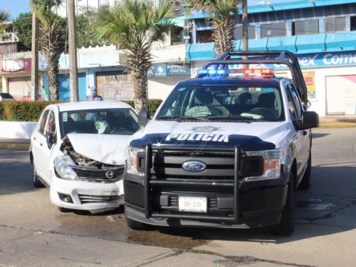 Patrulla de la Policía Estatal se impacta contra particular en Coatzacoalcos