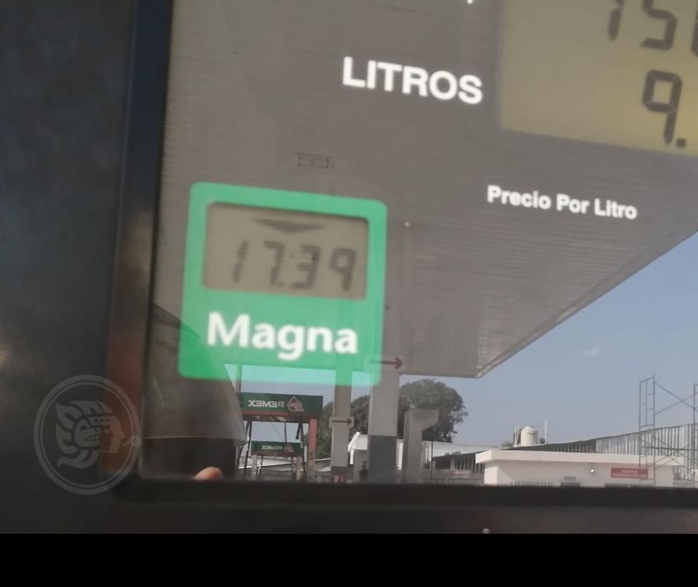 ´Poco a poco´ baja precio de la gasolina en Las Choapas