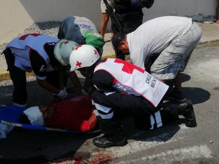 Hombre se electrocuta y cae de una azotea en Veracruz